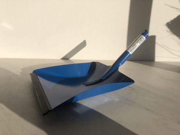 Kehrschaufel Metall Blau mit Gumminippel